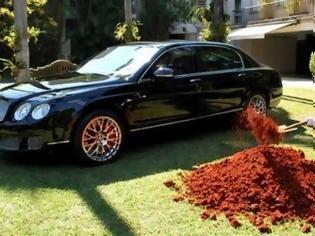 Φωτογραφία για Πλούσιος Βραζιλιάνος έθαψε μια Bentley - Ο λόγος; Δεν θα τον πιστεύετε... [photos]