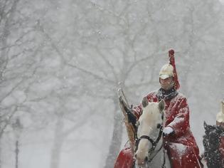 Φωτογραφία για Στο έλεος πρωτόγνωρου χιονιά η Βρετανία - Πολικό ψύχος σε όλη την Ευρώπη