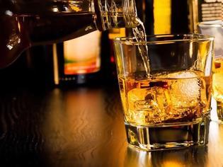 Φωτογραφία για Εσείς μπορείτε να καταλάβετε ένα νοθευμένο ποτό; Τι μπορεί να προκαλέσει στον οργανισμό σας;
