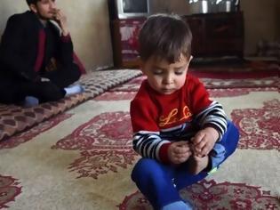 Φωτογραφία για Αφγανός πατέρας ονόμασε το μωρό του «Ντόναλντ Τραμπ» και τώρα δέχεται απειλές για τη ζωή του!
