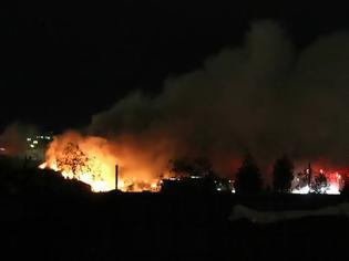 Φωτογραφία για Κόλαση στα Χανιά: Στις φλόγες αποθήκη ξυλείας στις Μουρνιές