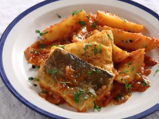 Φωτογραφία για Βακαλάος αγιορείτικος με πατάτες και κόκκινη σάλτσα