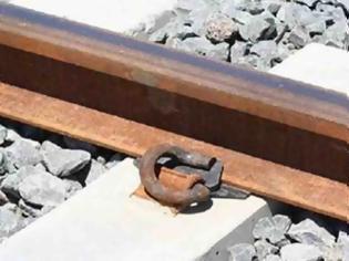 Φωτογραφία για Έχετε αναρωτηθεί ποτέ γιατί υπάρχουν τόσοι τόνοι από χαλίκια ανάμεσα στις σιδηροδρομικές ράγες; Δεν πάει το μυαλό σας