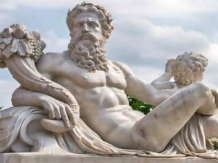 Φωτογραφία για Ο καθηγητής που παρατήρησε κάτι στα Ελληνικά αγάλματα που δεν είχε δει κανείς εδώ και 2.500 χρόνια