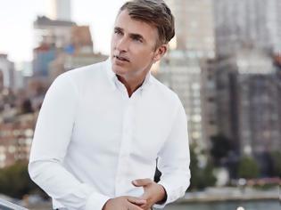 Φωτογραφία για Πώς να φορέσεις το πιο πασπαρτού και κλασικό πουκάμισο, το oxford