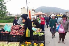 ΣΗΜΕΡΑ ΔΕΥΤΕΡΑ: Μια βόλτα στην Λαϊκή Αγορά της ΒΟΝΙΤΣΑΣ (ΦΩΤΟ: Στέλλα Λιάπη)