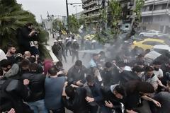 Σε συλλήψεις μετατράπηκαν οι προσαγωγές των διαδηλωτών του αντιπολεμικού συλλαλητηρίου
