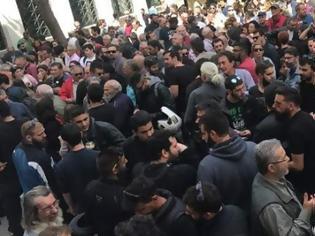 Φωτογραφία για Διαμαρτυρία του ΚΚΕ για τους συλληφθέντες στα επεισόδια στο Άγαλμα Τρούμαν  Πηγή: Διαμαρτυρία του ΚΚΕ για τους συλληφθέντες στα επεισόδια στο Αγαλμα Τρούμαν
