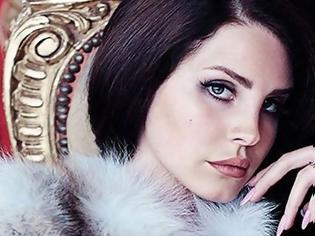 Φωτογραφία για Ανησυχία για την υγεία της Lana Del Rey - Άνδρας έπεσε πάνω της και την πλάκωσε
