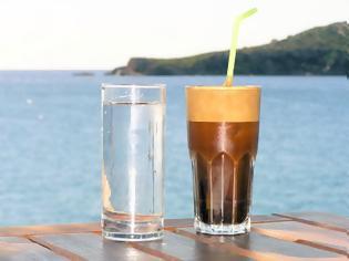 Φωτογραφία για Ένα απλό αλλά μεγαλοφυές τρικ για να μην νερώνει ο καφές σας