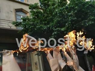 Φωτογραφία για Θεσσαλονίκη: Έκαψαν ομοιώματα και σημαίες του Ισραήλ και των ΗΠΑ στη συγκέντρωση για το αιματοκύλισμα στη λωρίδα της Γάζας