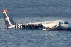 Πώς ο ήρωας πιλότος έσωσε 154 επιβάτες προσυδατώνοντας το αεροπλάνο της US Αirways στον ποταμό Χάντσον [video - photos]