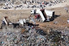 Κέρκυρα: Χειροπέδες στον δήμαρχο και τον αντιδήμαρχο για το ζήτημα των απορριμμάτων