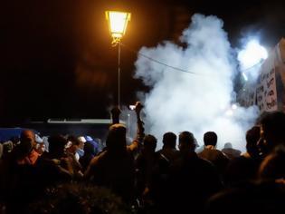 Φωτογραφία για Σοβαρά επεισόδια στο hot spot Σκαραμαγκά - Εστειλαν 6 αστυνομικούς σε 200 λαθρομετανάστες!