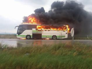 Φωτογραφία για Αλεξανδρούπολη: Κεραυνός χτύπησε λεωφορείο του ΚΤΕΛ