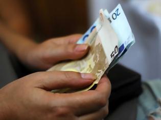 Φωτογραφία για Οι λεπτομέρειες για την αύξηση του ορίου αναλήψεων και τα capital controls