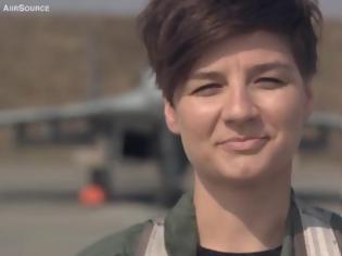 Φωτογραφία για Μια «γερακίνα» στο ΝΑΤΟ: Αυτή είναι η πρώτη Πολωνέζα πιλότος μαχητικού [video]