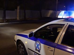 Φωτογραφία για Έσπασαν με αυτοκίνητο βιτρίνα κοσμηματοπωλείου στον Κολωνό
