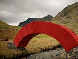 Φωτογραφία για ΑΠΙΣΤΕΥΤΟ: Μπορείτε να καταλάβετε από τι είναι φτιαγμένη αυτή η γέφυρα;