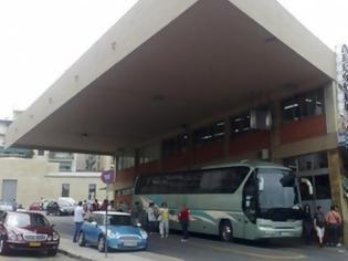 Φωτογραφία για Aναστάτωση στο δρομολόγιο του ΚΤΕΛ προς Αθήνα- Η αστυνομία παρέδωσε στον οδηγό 4 αλλοδαπούς χωρίς συνοδεία- Τι λέει η ΕΛ.ΑΣ