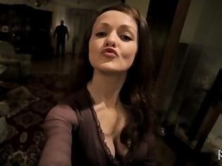 Φωτογραφία για ΤΡΟΜΟΣ: Mε αυτό το βίντεο δεν θα ξαναβγάλετε selfie - Ακόμα να συνέλθει αυτή η κοπέλα... [video]