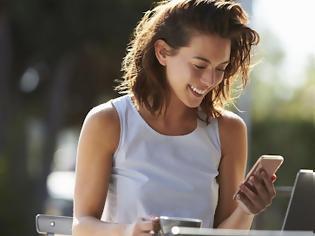 Φωτογραφία για Tech neck: Δες πως το κινητό σου απειλεί την ομορφιά σου και την υγεία σου