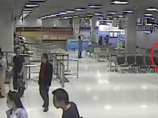 Φωτογραφία για Η τρομακτική στιγμή που συμμορία απαγάγει μία Κινέζα στο αεροδρόμιο... [video]