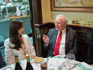 Φωτογραφία για ΗΠΑ: Η τιμή για ένα γεύμα με τον Ουόρεν Μπάφετ είναι 3.300.100 δολάρια!