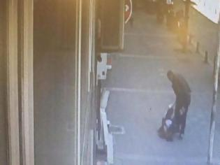 Φωτογραφία για Τον μπελά του βρήκε ο 29χρονος που παρενέβη στον ξυλοδαρμό γυναίκας από τον σύζυγό της