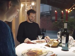 Φωτογραφία για Τραπέζι μετατρέπεται σε κάτι εκπληκτικό όσο οι καλεσμένοι περιμένουν το γεύμα τους! [video]