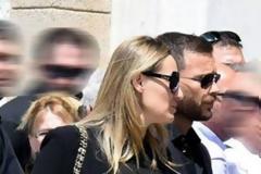 Η Ελεονώρα Μελέτη και ο Θοδωρής Μαροσούλης στην κηδεία του Παύλου Γιαννακόπουλου