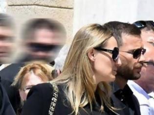Φωτογραφία για Η Ελεονώρα Μελέτη και ο Θοδωρής Μαροσούλης στην κηδεία του Παύλου Γιαννακόπουλου