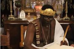 Αφρικανός βασιλιάς βαφτίστηκε χριστιανός στο Άγιο Όρος (pics)