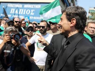 Φωτογραφία για Δ. Γιαννακόπουλος: Η συγκινητική στιγμή που μιλάει στον κόσμο του Παναθηναϊκού λίγο πριν μπει στο νεκροταφείο - Θα σας αγαπάει από εκεί που είναι [video]