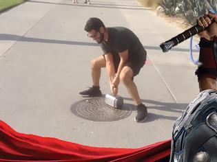 Φωτογραφία για Δημιούργησε το σφυρί του Θορ και μόνο αυτός μπορεί να το σηκώσει [video]