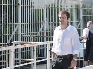 Φωτογραφία για Εκτός φυλακής για τρίτη φορά με άδεια ο Κουφοντίνας