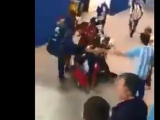 Φωτογραφία για Μουντιάλ 2018: Οπαδοί της Αργεντινής σάπισαν στο ξύλο Κροάτη [video]