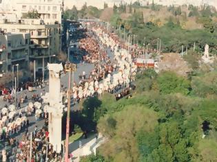 Φωτογραφία για Όταν η Ελλάδα πενθεί: Θάνατοι διάσημων Ελλήνων που συγκλόνισαν το πανελλήνιο - 7 κηδείες που μετατράπηκαν σε λαϊκό προσκύνημα [photos]