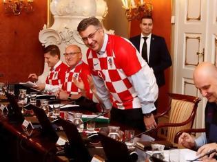 Φωτογραφία για Υπουργικό συμβούλιο με...φανέλες της Κροατίας!