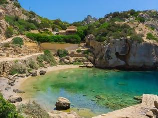 Φωτογραφία για «Θεϊκή» μυστική παραλία κοντά στην Αθήνα