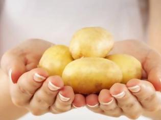 Φωτογραφία για Το κόλπο για να ξεφλουδίζονται γρήγορα οι πατάτες