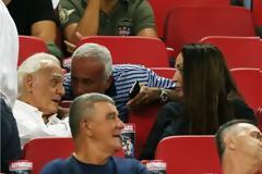 Πήγε γήπεδο ο Τζοχατζόπουλος - Είδε τον Ολυμπιακό παρέα με τη Βίκυ Σταμάτη (ΦΩΤΟ)