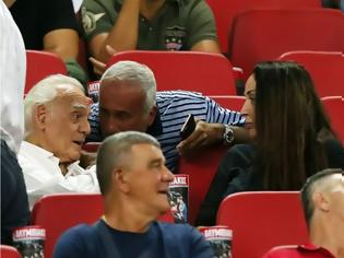 Φωτογραφία για Πήγε γήπεδο ο Τζοχατζόπουλος - Είδε τον Ολυμπιακό παρέα με τη Βίκυ Σταμάτη (ΦΩΤΟ)