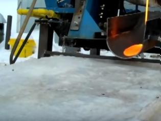 Φωτογραφία για Δείτε τι θα συμβεί αν λάβα 1200 βαθμών πέσει πάνω σε πάγο! [video]