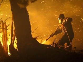 Φωτογραφία για Ολονύχτια μάχη με τις φλόγες και τον άνεμο στην Εύβοια - Εκκενώθηκαν χωριά
