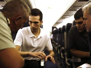 Φωτογραφία για Η πρώτη μαρτυρία των 2 στρατιωτικών μας σ΄ έναν Καταδρομέα, στην πτήση της επιστροφής