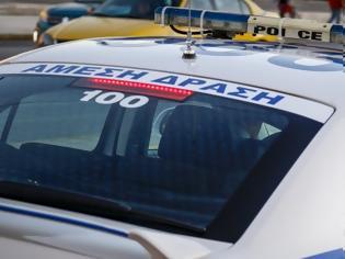 Φωτογραφία για Φθιώτιδα: Αυτοκίνητο με πενταμελή παρέα έπεσε από ύψος τριών μέτρων