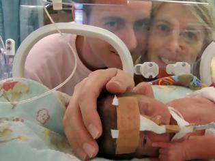 Φωτογραφία για Δύναμη ψυχής: η ιστορία μιας μητέρας που έχασε τα τρίδυμά της πριν χάσει τον σύζυγό της από καρκίνο