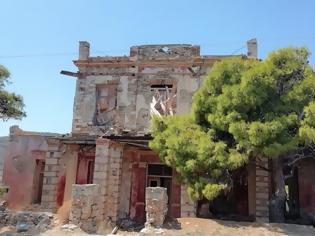 Φωτογραφία για Το «Κοκκινόσπιτο» της Σύρου: Το στοιχειωμένο αρχοντικό με την...βαριά ιστορία