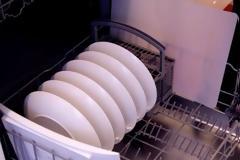 Τόσο καιρό βάζετε λάθος το πλυντήριο πιάτων. Δείτε ΠΩΣ είναι το σωστό!